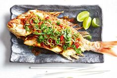 Thai crispy fish with tamarind sauce – Dinner - Fish Recipes Thai Dishes, Fish Dishes, Seafood Dishes, Seafood Recipes, Cooking Recipes, Tamarind Fish, Tamarind Sauce, Whole Fish Recipes, Fried Fish Recipes