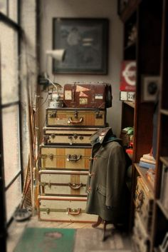 old trunks.and love the photography! Vintage Love, Vintage Decor, Vintage Antiques, Retro Vintage, Old Trunks, Trunks And Chests, Vintage Suitcases, Vintage Luggage, Vintage Trunks