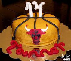 Chicago Bulls Cake with fondant Bulls logo