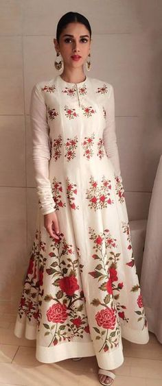 21 Trendy Wedding Guest Outfit Indian Maxi Dresses - All About India Fashion, Ethnic Fashion, Asian Fashion, White Fashion, London Fashion, Indian Attire, Indian Wear, Indian Outfits, Desi Clothes