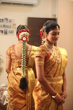 South Indian Wedding Saree, Bridal Hairstyle Indian Wedding, Diy Wedding Hair, Bridal Hairdo, Saree Wedding, South Indian Bride Hairstyle, Indian Wedding Hairstyles, Bride Hairstyles, Wedding Saree Blouse Designs