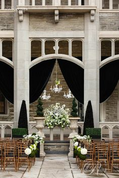 A stunning outdoor wedding at Casa Loma!