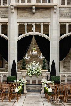 A stunning outdoor wedding at Casa Loma!