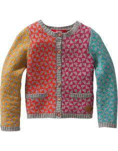 De beste mix van onder andere kasjmier en katoen is gebruikt voor dit heerlijk zachte vestje. De mouwen, voorzijde en achterzijde van het vestje hebben allen een andere kleur ruitpatroon wat het vestje een vrolijke look geeft.