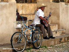 Bike and Music in Cuba.