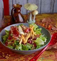 Salate mit Apfel, Kürbis, Kartoffel und Marone sorgen für Aroma im Herbst - als Hauptgericht oder Beilage.