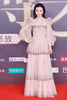 Top Chinese actress Fan Bingbing in a Blumarine Spring Summer 2017 nude diamond-studded dress while attending The Night of Weibo the annual event of Sina Weibo and was awarded as the Queen of Weibo. Gala Dresses, Event Dresses, Couture Dresses, Nice Dresses, Fashion Dresses, Formal Dresses, Formal Wear, Fan Bingbing, Studded Dress