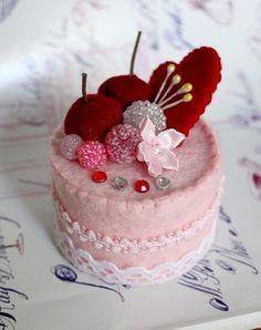 SALE Felt Cake Handmade - Heart Collection - Tea Party Toy or Home Decoration… Felt Cake, Felt Cupcakes, Comida Diy, Felt Fruit, Christmas Craft Fair, Felt Gifts, Doll Food, Valentines Day Decorations, Play Food