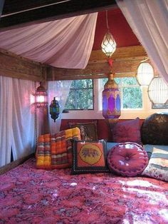 boho bedroom ideas: adorable bohemian decor other living room boho room decor purple colors bohemian living room design ideas Estilo Hippy, Boho Room, Zen Room, Moroccan Decor, Moroccan Style, Moroccan Lanterns, Moroccan Interiors, Moroccan Bedding, Moroccan Curtains