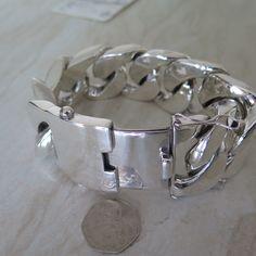 40 mm huge curb bracelet heavy massive chunky silver chain. Pulserón cadenón de 40 mm de plata tocha, grande, gorda, pesada, maciza y inmensa.