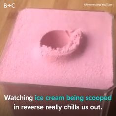 Ice Cream Scooped In Reverse Is SO Oddly Satisfying - Backtocollage Do It Yourself Videos, Make It Yourself, Oddly Satisfying Videos, Satisfying Things, Cuisines Diy, Mantecaditos, Ice Cream Scoop, Ice Cream Gif, Jolie Photo