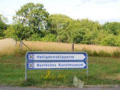 Wegweiser zu Bornholms Kunstmuseums - Moderne Kunst an der Ostküste Bornholms. #wegweiser #bornholmskunstmuseum #museum #kunst #bornholm #daenemark
