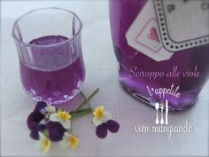 Cocktail Drinks, Cocktails, French Cake, Flower Food, Purple Aesthetic, Edible Flowers, Soul Food, Shot Glass, Vodka