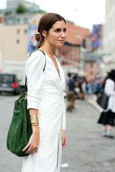 Love the all white with the cute green tote! Such a cute and carefree style.