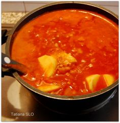 Томатный суп с копченостями и кислой капустой ...