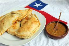 Empanadas de mariscos Chilean Recipes, Italian Recipes, Chilean Food, Italian Foods, Latin Food, Seafood Dishes, Food Photo, Easy Meals, Cooking Recipes