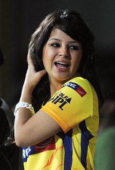 Sakshi Dhoni in Chennai Super Kings T-Shirt