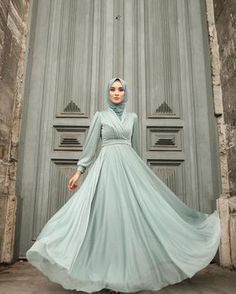 Latest Abaya Trend Style Ideas You Can Copy - hijab ideas Hijab Prom Dress, Muslimah Wedding Dress, Hijab Evening Dress, Hijab Style Dress, Modest Fashion Hijab, Hijab Wedding Dresses, Muslim Dress, Muslim Fashion, Fashion Dresses