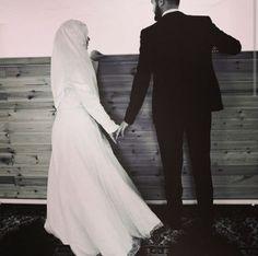 Halal love ❤️  # peçe nikab kapalı çarşaf hicab hijab tesettür aşk çift evlilik düğün Love Couple, Couple Goals, Halal Love, Cute Muslim Couples, Muslim Brides, Married Couples, Find Someone Who, Relationship Goals, Pictures