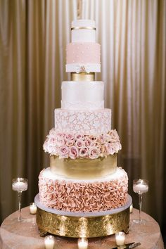 A rose gold cake. It doesn't get much better than this! A 6 tier cake with beautiful rose gold and gold details. We LOVE this rose gold cake!!! #RoseGoldWedding #EllensDress
