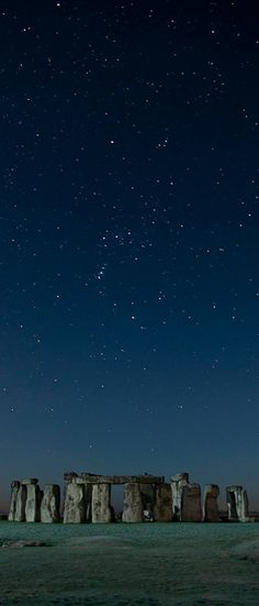 Stars over Stonehenge near Amesbury, England • photo: Long Exposures