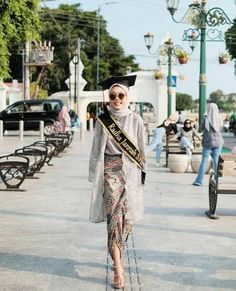 Kebaya Modern Hijab, Dress Brokat Modern, Model Kebaya Modern, Kebaya Hijab, Kebaya Dress, Model Kebaya Muslim, Batik Fashion, Women's Fashion, Hijab Dress Party
