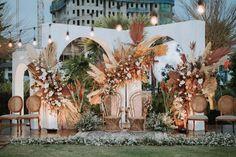 You've Never Seen Boho Fall Decor Like This Tropical Autumnal Indonesian Wedding at Park Surabaya Wedding Ceremony Ideas, Wedding Ceremony Decorations, Backdrop Wedding, Wedding Aisles, Bohemian Wedding Decorations, Wedding Ceremonies, Ceremony Backdrop, Boho Decor, Wedding Reception