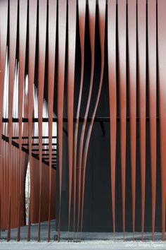 Facade screen of twisted steel ribbons Gallery of Nebuta-no-ie Warasse / Molo, d/dt, Frank La Riviere Architects Architecture Design, Facade Design, Amazing Architecture, Landscape Architecture, Wall Design, Landscape Design, Building Skin, Building Facade, Light Luz