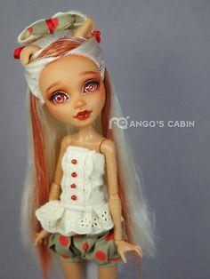 "Howleen Wolf Monster High Repaint Custom Artist OOAK Golden ""Paula"" by Mango's Cabin Custom Monster High Dolls, Monster High Repaint, Custom Dolls, Ooak Dolls, Blythe Dolls, Art Dolls, Doll Face Paint, Doll Painting, Pretty Dolls"