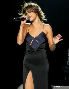 Selena performing at the 'Revival World Tour' in Los Angeles, July 8th 2016