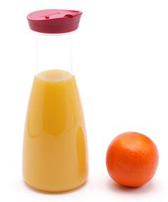 Jarra para suco ou leite em acrílico cristal. R$ 26,00.