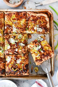 Sheet Pan BBQ Blue Cheese Chicken Pizza AB: Excellent combo for pizza! Grilled Pizza Recipes, Chicken Pizza Recipes, Grilling Recipes, Cooking Recipes, Cheese Recipes, Recipes For The Grill, Gourmet Recipes, Pan Cooking, Vegetarian Grilling