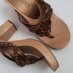 Roxy wood and woven leather heels Heeled sandals. Wooden heels. Woven leather thong sandal. EXCELLENT condition. Boardwalk sandal. Metallic brown/gold.  Bundle for best deals!! Hundreds of items available for discounted bundles- items starting as low as $5! You can get lots of items for a low price and one shipping fee!  Follow on IG: @closethslmr Roxy Shoes Heels