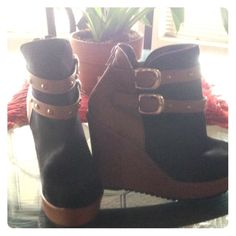 🤗ADORABLE WEDGES🤗 😎Totally cute wedges. Brown accent with black shoe. Zipper closure in back. Slight little imperfection (see photo 3). Doesn't show when they are on. Wear with jeans shorts or even a maxi. Anyway you wear them they are bound to look amazing😎 Unknown Shoes Ankle Boots & Booties