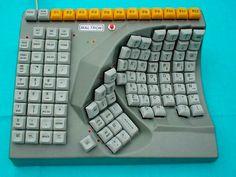 Toetsenbord van Maltron dat met een hand is te bedienen /   Maltron Single Handed Keyboard
