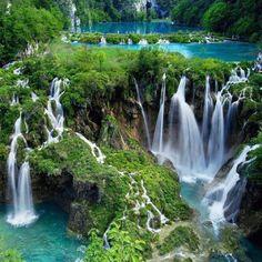 Croácia : o Parque Nacional Plitvice Lakes (Plitvice Lakes National Park) Parc National, National Parks, National Forest, Dream Vacations, Vacation Spots, Vacation Travel, Vacation Ideas, Greece Vacation, European Vacation
