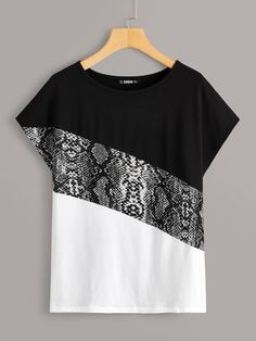 To find out about the Snakeskin Print Colorblock Top at SHEIN, part of our latest T-Shirts ready to shop online today! Blouse Styles, Blouse Designs, Diy Fashion, Fashion Dresses, Fashion Design, Diy Clothes, Clothes For Women, Shirt Bluse, Personalized T Shirts