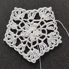 Bikinis Crochet, Afghan Crochet Patterns, Diy Cleaning Products, Crochet Designs, Fashion Art, Crochet Top, Crochet Earrings, Crop Tops, Crafts