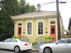 New Orleans House Rental: Best Block In The Bywater (side A) New Orleans Vacation, Old Bar, New Orleans Homes, Places Around The World, Renting A House, Architecture Details, Great Places, Swimming Pools, Backyard
