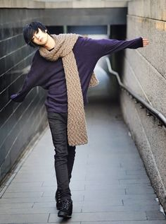 being a general adorable idiot. An http://eyecandyscom.tumblr.com Korean Fashion, purple long sleeve slouch shirt, chunky scarf, never be afraid to wear a little color, at least earthy tones if you like them; androgynous, tomboy, fashion