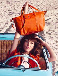 Le Pliage cuir de #Longchamp dans sa robe orange pour le printemps 2014 , au bras de la très belle Alexa Chung ! En vente sur www.deschilder.fr