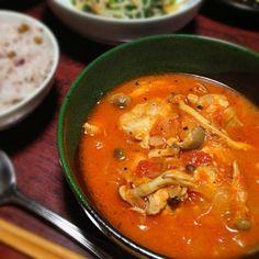 料理のレパートリーを増やそうと思いまして! 煮込みが足りず肉に味がつかなかったけど、スープと一緒に食べるとうまい〜♡ - 7件のもぐもぐ - 鶏肉のトマト煮込み by palico