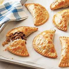 Learn how to make Turkey Empanadas. MyRecipes has tested recipes and videos to help you be a better cook. Turkey Lasagna, Turkey Meatloaf, Turkey Soup, Turkey Meals, Turkey Dishes, Fun Cooking, Cooking Recipes, Asian Turkey Lettuce Wraps, Greek Turkey Burgers