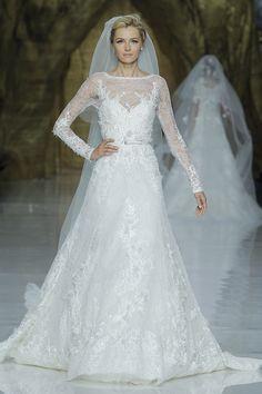 Desfile da coleção 2014 de Pronovias. #casamento #vestidodenoiva #princesa #BBW13