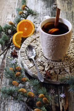 Winter hot drink with cinnamon and orange - New Year's mood: Winter hot beverage with cinnamon and orange