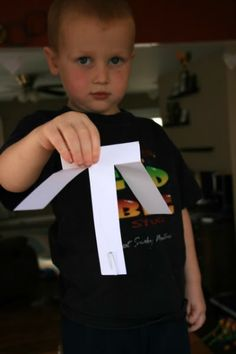 The Forest Room: Preschool Science: Airplanes - paper helicopter