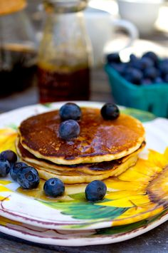 These pancakes on the sunflower plate just look awesome