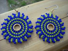Illusion: Circular brick stitch earringsmatte by thiosart on Etsy Brick Stitch Earrings, Seed Bead Earrings, Beaded Earrings, Seed Beads, Crochet Earrings, Bead Jewellery, Illusions, Stitch Patterns, Chartreuse