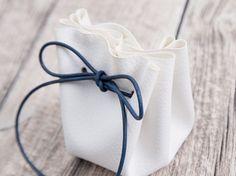 Tutorial fai da te: Realizzare un sacchetto portaconfetti in pelle e cordoncino  via DaWanda.com