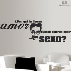 """Vinilo decorativo tipográfico de una frase célebre de Groucho Marx: """"¿Por qué le llaman amor cuando quieren decir sexo?"""
